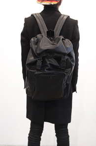Black Fake Leather Buckle Backpack<BR>�?�÷�, ����ũ��������<BR>��Ŭ�� ���ϵ������� �ڽ����� ����