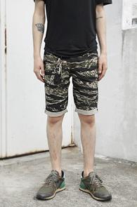 Tiger Camouflage Half Pants<br>Ÿ�̰� ī���ö��� ����<br>���ϰ� ��밡���� ��������