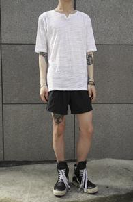 White Cotton V Round T-Shirts<br>��ư����, ȭ��Ʈ �÷�<br>Ʈ���� ��Ư�� Ƽ����