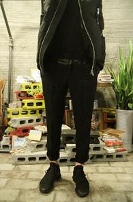 Leather Mix Black simple slacks<br>�����ͽ��� �? �⺻ ������<br>����� ��밨�� ����� ���̰�
