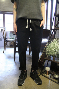 Black Cotton Baggy Pants<Br>�?�÷��� ��ư����<br>������� ��ư ��� ����