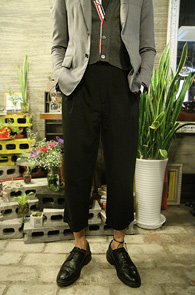 Black Wide Turnup Slacks<br>�? �÷��� ���̵��� �Ͱ�<br>�����ִ� �Ͱ��� �? ������