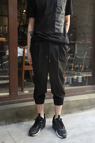 Black Crop Jogger Slacks<br>�?�÷��� ũ��Ʈ��<br>��Ʈ�� ���尨�� ���� ������
