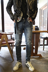 Mid Blue Damage Slim Denim<Br>��û���� ���̰��� ó��<br>��Ű���� �Ͱ��� ������ ���� ����