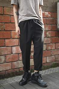 Banding Wide Fit Slacks Black<br>�㸮�κ��� ��� �����Ϲ� ���Ӳ�<br>���̵��� �Ͱ��� �? ������