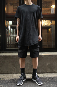 Black Cutting Long T-Shirts<br>����� ��ư����,�?�÷�<br>���� �������� �����̴� Ƽ����
