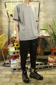 Multi Stripe Grey T-Shirts<br>��Ƽ ��Ʈ������ ����<br>�ε巯�� ��ư������ Ƽ����