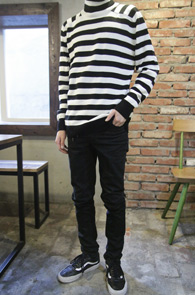 Stripe Turtle Neck Knit<Br>�? ȭ��Ʈ ����÷�<br>��Ʈ������ ������ ��Ʋ�� ��Ʈ