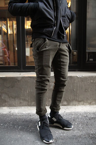 2 Color Basic Slim Cargo Pants<br>���༺�ִ� ��ư ����<br>�ΰ��� �÷��� ��Ǵ� ī������