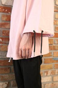 Pink Box Line T-Shirts<Br>��ũ�÷�, �ڽ��� �Ͱ�<br>�Ҹ� �� �������� �����̴� Ƽ����
