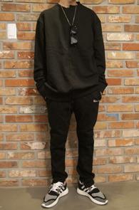 Unbalance Black MTM<BR>언발라스 디테일, 블랙컬러<BR>유니크한 디자인의 맨투맨