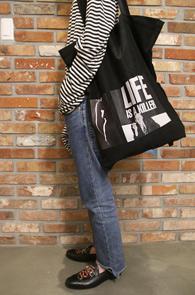 Black Patch Tote Bag<br>피치가공된 코튼소재<br>패치디테일이 돋보이는 토트백
