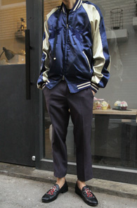 2 Color Bird Sukajyan Jacket<br>블랙과 네이비 두가지로 전개<br>은은한 자수디테일의 스카잔 자켓