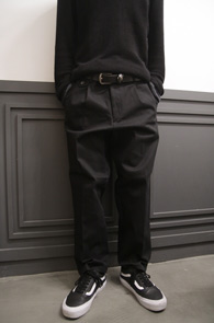 Black Wide Fit Banding Cotton Pants<Br>블랙컬러의 코튼소재<BR>와이드한 핏감의 코튼팬츠