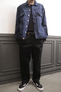 Indigo Blue Denim Jacket<br>인디고 블루의 데님소재<br>베이직한 디자인의 데님자켓
