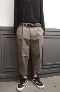 Beige Wide Fit Banding Cotton Pants<br>베이지컬러의 코튼소재<br>와이드한 핏감의 코튼팬츠