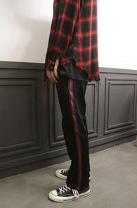 Side Line Black Bandig Pants<br>블랙컬러의 사이드라인 포인트<br>편안한 착용감의 져지팬츠