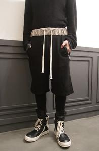 Black Zipper Pocket Leggins Pants<br>블랙컬러, 지퍼 디테일<br>레깅스와 붙어있는 팬츠