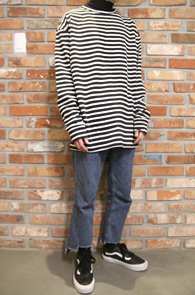 2 Color Unbalance Stripe T-Shirs<br>스트라이프 패턴, 두가지 컬러<br>언발란스 기장의 스트라이프 티셔츠