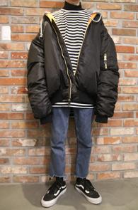 Black Over Fit MA-1 Jacket<br>블랙컬러, 덕다운 안감<br>박시한 핏감의 항공점퍼
