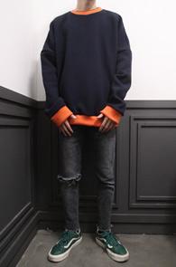 2 Color Coloration Knit<br>그레이와 네이비 두가지 컬러<br>베이직한 디자인의 니트