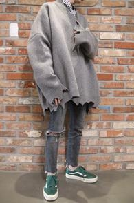 Grey Super Over Fit Destroyed Knit<br>그레이컬러,박시한 오버핏감<br>디스트로이드 디테일의 니트