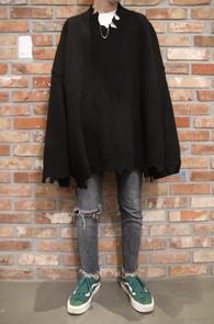 Black Super Over Fit Destroyed Knit<br>블랙컬러, 박시한 오버핏감<br>디스트로이드 디테일의 니트