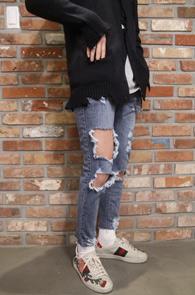 Destroyed Vintage Denim Pants<Br>빈티지한 느낌의 디스트로이드<br>슬림스트레이트 핏의 데님팬츠