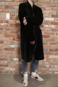 Black Velvet Long Hood Zip-up<br>블랙컬러의 벨벳 소재<br>롱한 기장감의 벨벳 후드집업