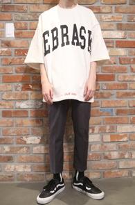 2 Color Box Fit T-Shirts<br>브라운과 화이트 두가지 컬러<br>박시한 핏감의 5부 티셔츠