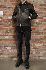 Black Fake Leather Rider Jacket<Br>블랙컬러, 페이크레더 소재<br>슬림한 핏감의 라이더 자켓