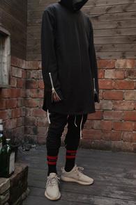 Black Long Hood T-Shirts<Br>블랙컬러의 롱한 기장감<br>소매 디테일의 후드티