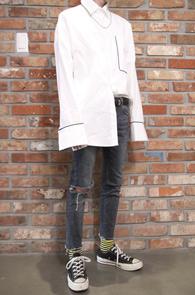 White Over Fit Piping Shirts<br>화이트 컬러, 박시한 핏감<br>파이핑 디테일의 셔츠