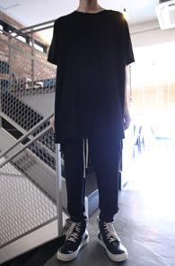 Black Cutting Long Half T-Shirts<Br>블랙컬러, 코튼소재<br>롱한 기장감의 반팔 티셔츠