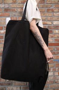 Black Cotton Eco Bag<br>블랙컬러의 코튼소재<br>가볍게 활용하기 좋은 에코백