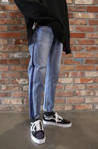 Side Line Crop Denim Pants<Br>사이드 워싱 디테일, 여유있는 핏감<br>크롭 기장감의 데님팬츠