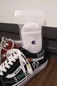 White C-Logo Socks<br>화이트컬러, 로고 디테일<br>스트릿한 느낌의 화이트삭스