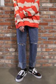 Blue Rework Detail Denim Pants<br>슬림한 핏감, 밑단 배색 디테일<br>유니크한 스타일의 컷팅진