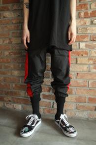2 Color Side Line Jogger Pants<Br>나일론소재의 사이드라인 디테일<br>밑단 시보리 디테일의 조거 팬츠