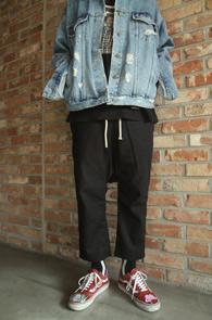 2 Color Linnen Crop Baggy Pants<br>블랙과 베이지 두가지 컬러<br>린넨소재의 크롭 배기팬츠