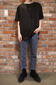 2 Color Reversible Over Fit T-Shirts<BR>블랙과 아이보리 두가지 컬러<BR>양면으로 활용가능한 기본 티셔츠