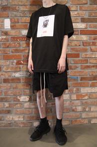 Sup Printing Rocky T-Shirts<br>에이샙 라키 프린팅 디테일<br>박시한 핏감의 프린팅티셔츠