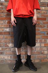 Black TR Baggy Half Pants<br>블랙컬러, TR소재<BR>배기핏감의 하프팬츠