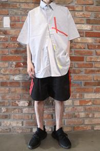 Stripe Overfir Oxford Half Shirts<br>스트라이프패턴, 박시한 핏감<br>옥스포드 소재의 테이핑 디테일셔츠