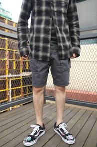 2 Color Half Chinos Pocket Pants<Br>카키와 차콜 두가지 컬러<br>포켓 디테일의 하프 치노 팬츠