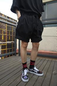 Black Baggy Fit Line Pants<br>블랙컬러, 배기핏감<br>허리부분 라인 디테일의 하프팬츠