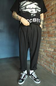 Black Linen Crop Baggy Pants<br>블랙컬러, 린넨소재<br>크롭핏감의 배기 팬츠