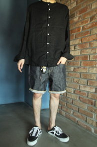 Linen Round Neck Shirts Black<br>린넨소재, 라운드 넥라인<br>깔끔한 디자인의 린넨 셔츠