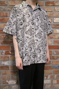 Paisley Pattern Half Shirts<Br>페이즐리 패턴의 원단<br>패턴이 매력적인 하프 셔츠