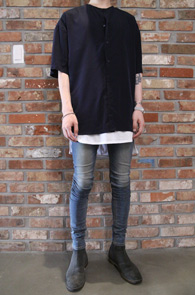 2 Color Round Neck Half Shirts<Br>실키한 원단, 라운드 넥 디자인<br>시원한 착용감의 하프셔츠